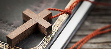 cross-wooden-table-bible-sm